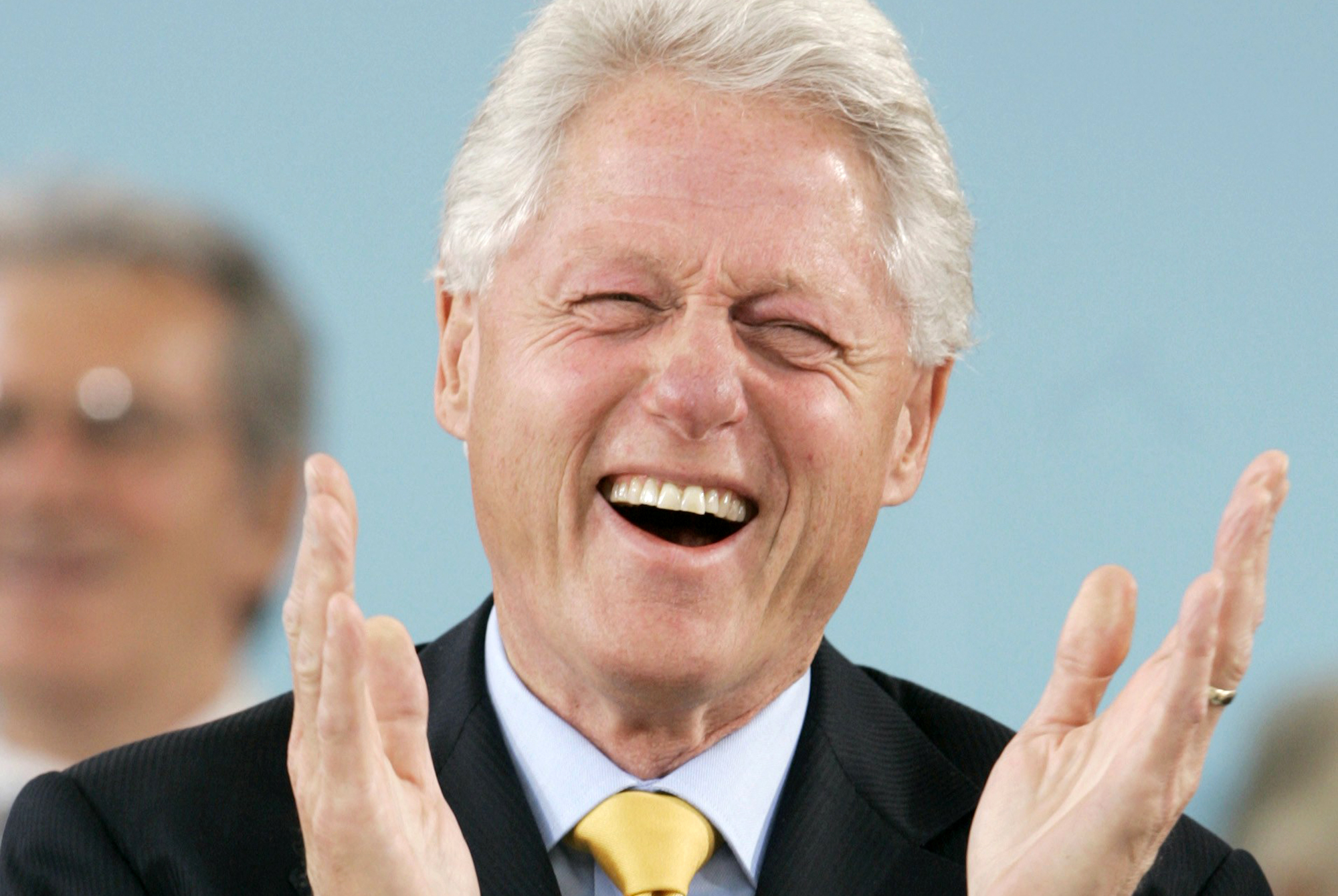 DO NOT PURGE Former U.S. President Bill Clinton laughs during the student speeches before delivering the Class Day speech to the Class of 2007 at Harvard University in Cambridge, Massachusetts June 6, 2007.   REUTERS/Brian Snyder (UNITED STATES)