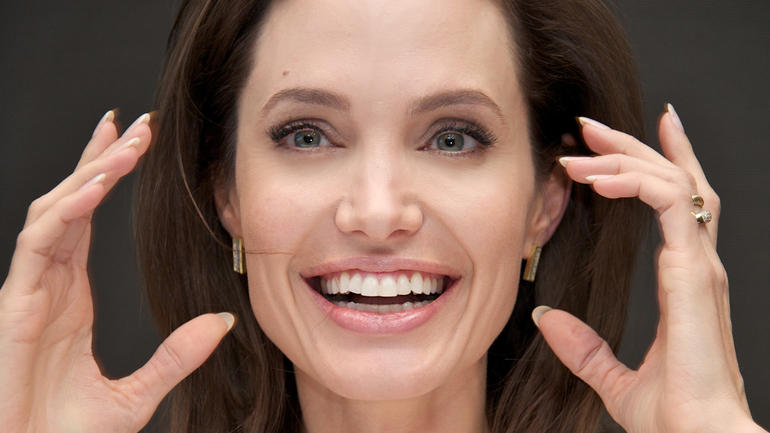 angelina-jolie-hands